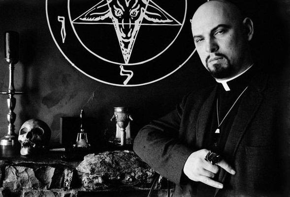 lavey-sataninskaya-bibliya-avtor-2